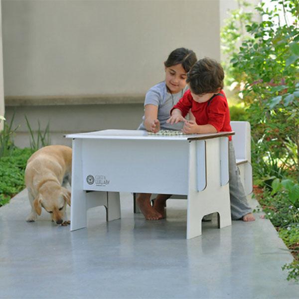 За картонените мебели и играчки